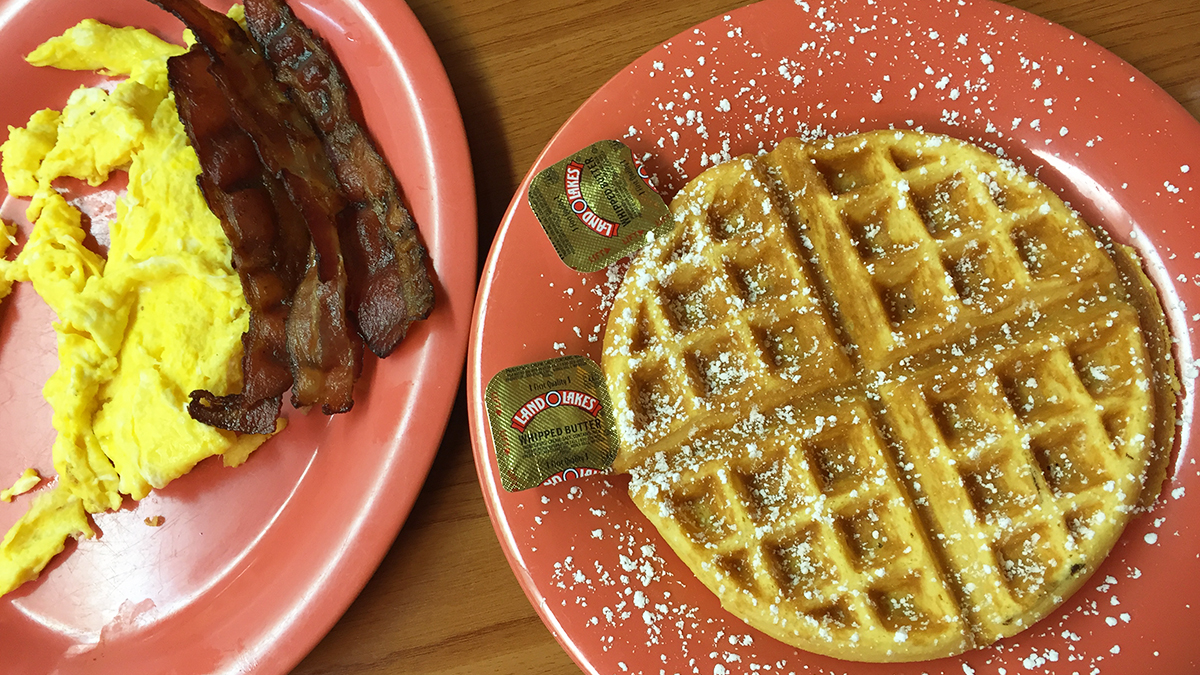 the-peachtree-cafe-scrambled-eggs-and-bacon